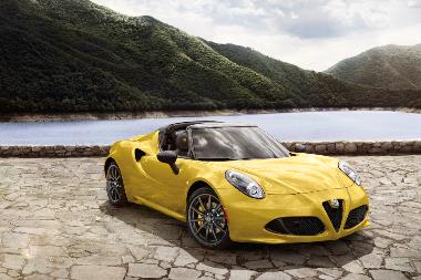 2019 Alfa Romeo 4C Spider_front_right
